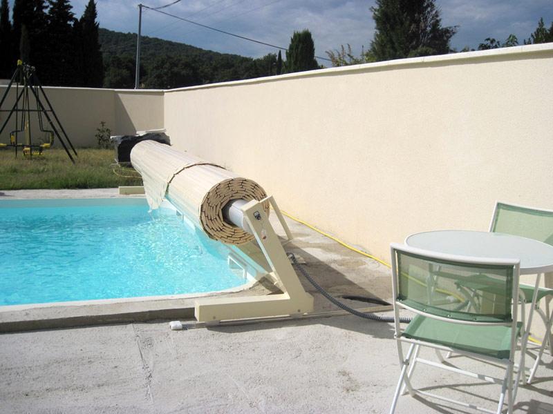 Le volet roulant de piscine : protection et esthtisme - Guide-piscine