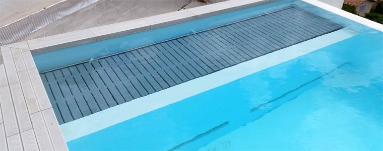 Piscine d bordement volet immerge for Volet roulant immerge pour piscine