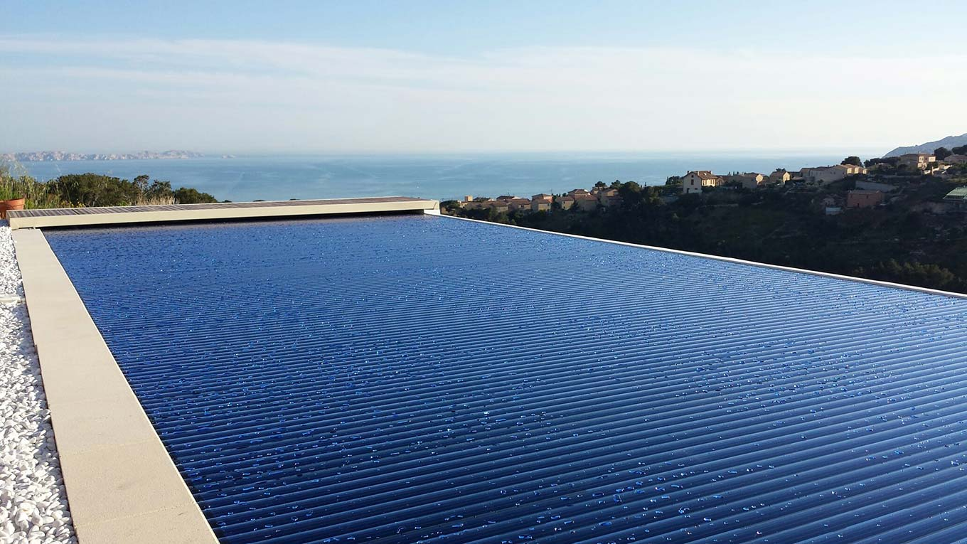 Volets roulants immerg s aqualux sofatec marseille aix for Volet polycarbonate piscine