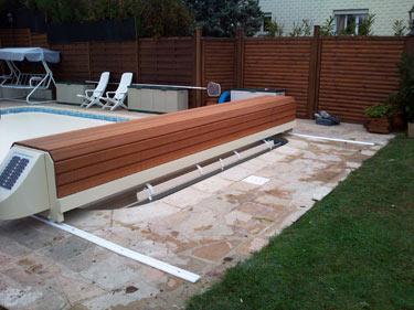 Volet roulant piscine sur rail id es de d coration for Volet roulant piscine ovale