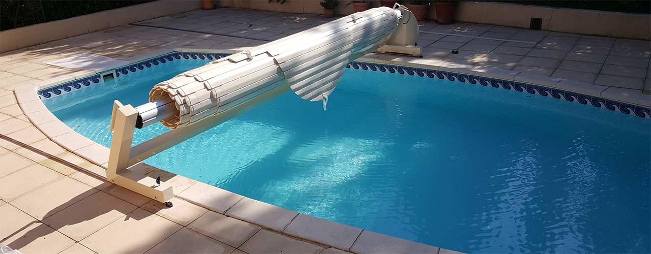 Volets roulants hors sol aqualux sofatec for Volet roulant piscine sur rail