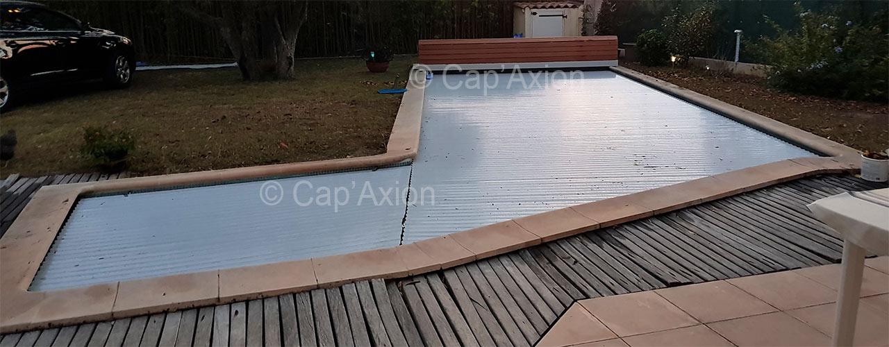 Volet de piscine avec banc, modèle Venise Bois de Sofatec, fourniture et pose Cap'Axion à Marseille